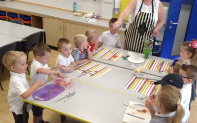 We had a wonderful afternoon making Mexican treats! We enjoyed mixing, scooping, chopping, and  stirring to make delicious Salsa and Guacamole! Yummy!